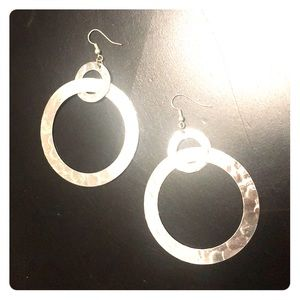 Jewelry - Hammered silver dangling circle earrings